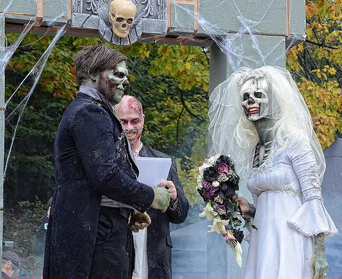 funny wedding photos - Hallowedding 2011: Toronto Zombie Walk